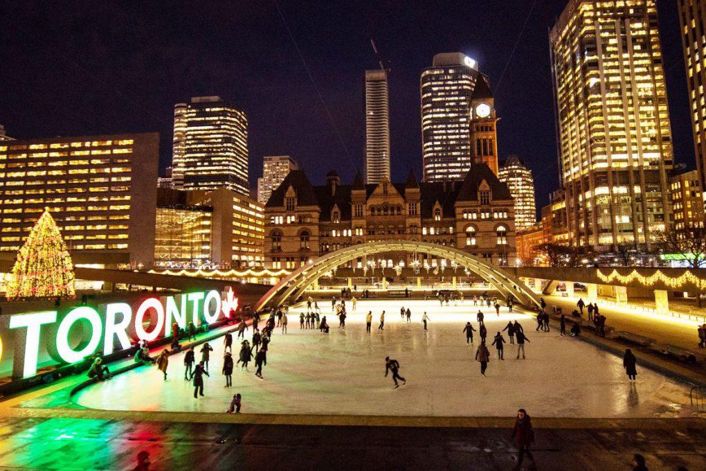 …Toronto tem uma vida noturna agitada e…