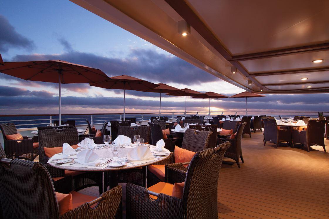 Café no terraço dos navios