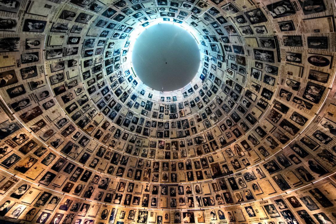Hall dos Nomes em exposição no Museu Histórico do Holocausto - Foto: paparazzza/Shutterstock.com