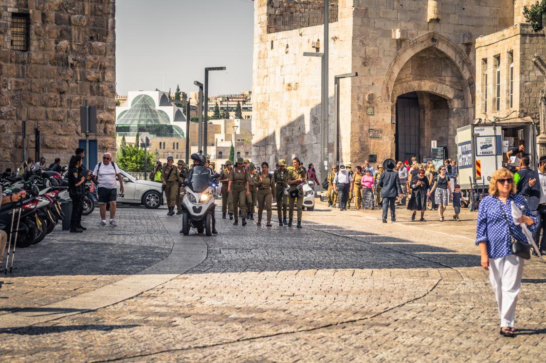 Cidade Antiga com a sua principal entrada (ao fundo): a porta de Jaffa - Foto: RPBaiao/Shutterstock.com