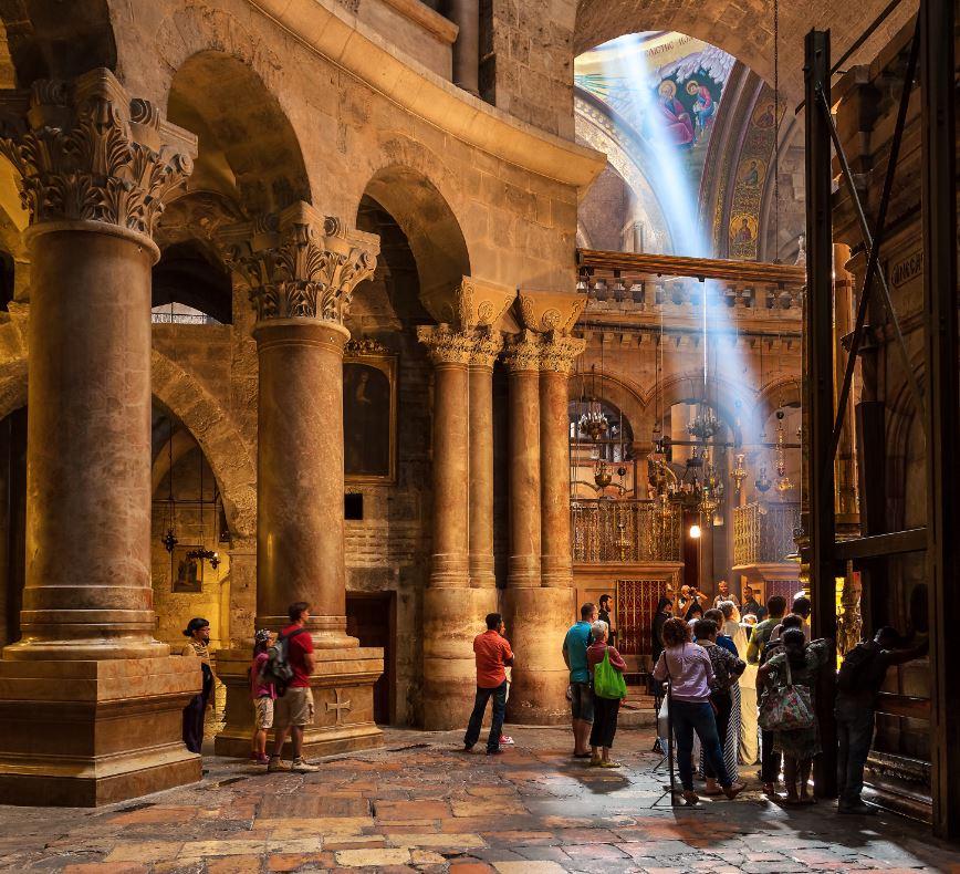 A linda Igreja do Santo Sepulcro, destino final do percurso da Via Dolorosa - Foto Rostislav Glinsky/Shutterstock.com