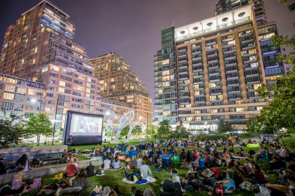 Atração de verão: cinema ao ar livre