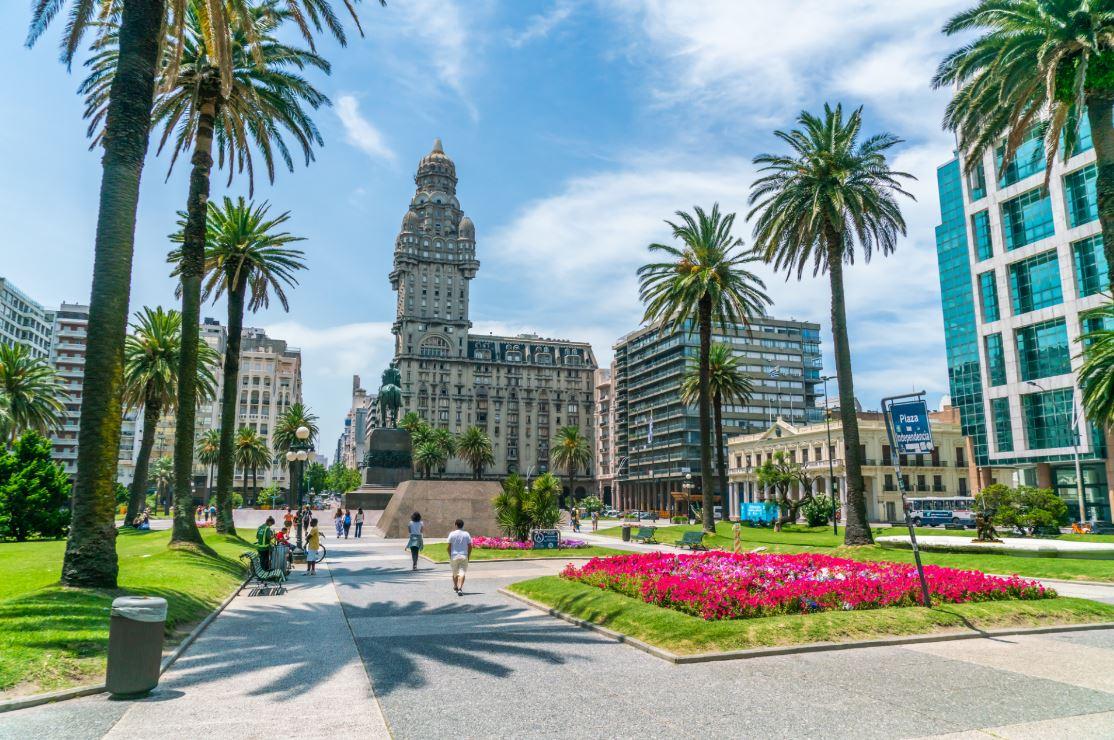 Também em Montevidéu, a Praça da Independência - Foto: Ivo Antonie de Rooij / Shutterstock.com
