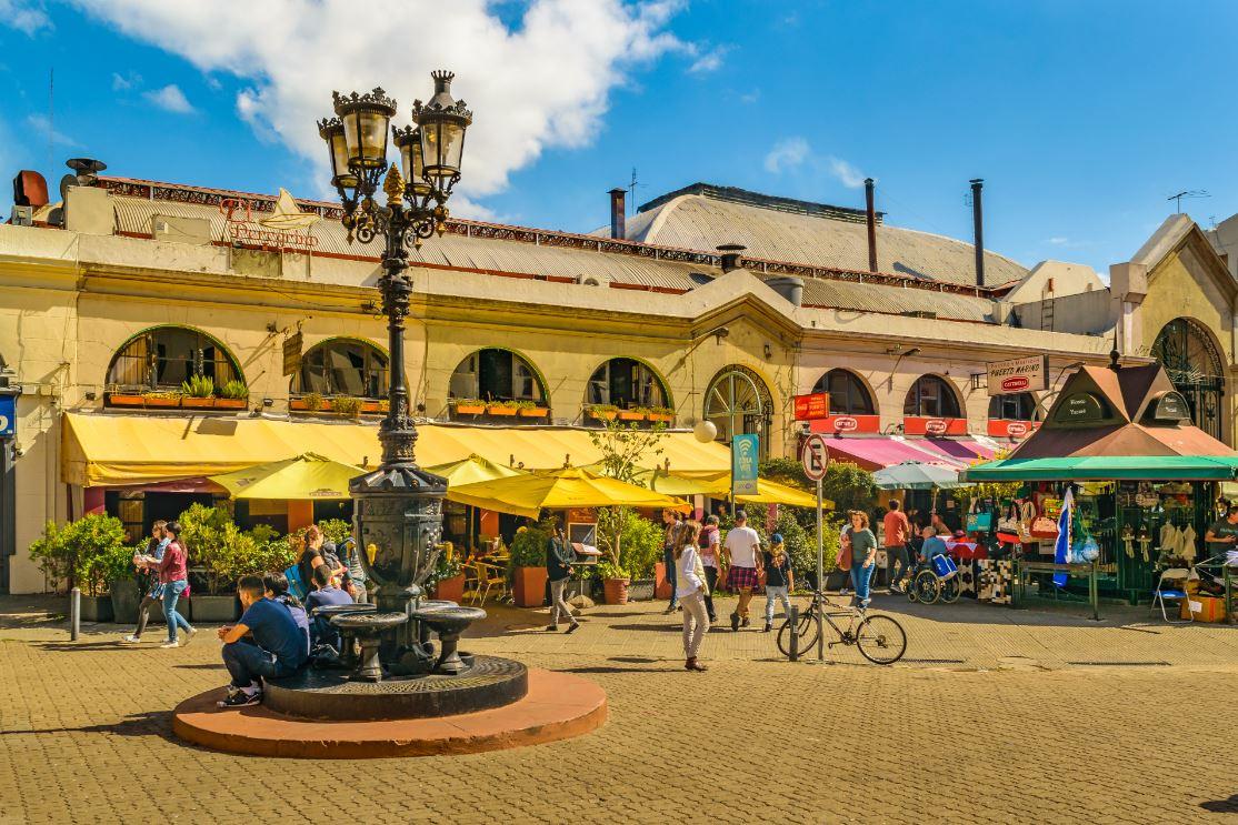 O tradicional mercado de Montevidéu merece ser visitado - Foto: DFLC Prints/Shutterstock.com
