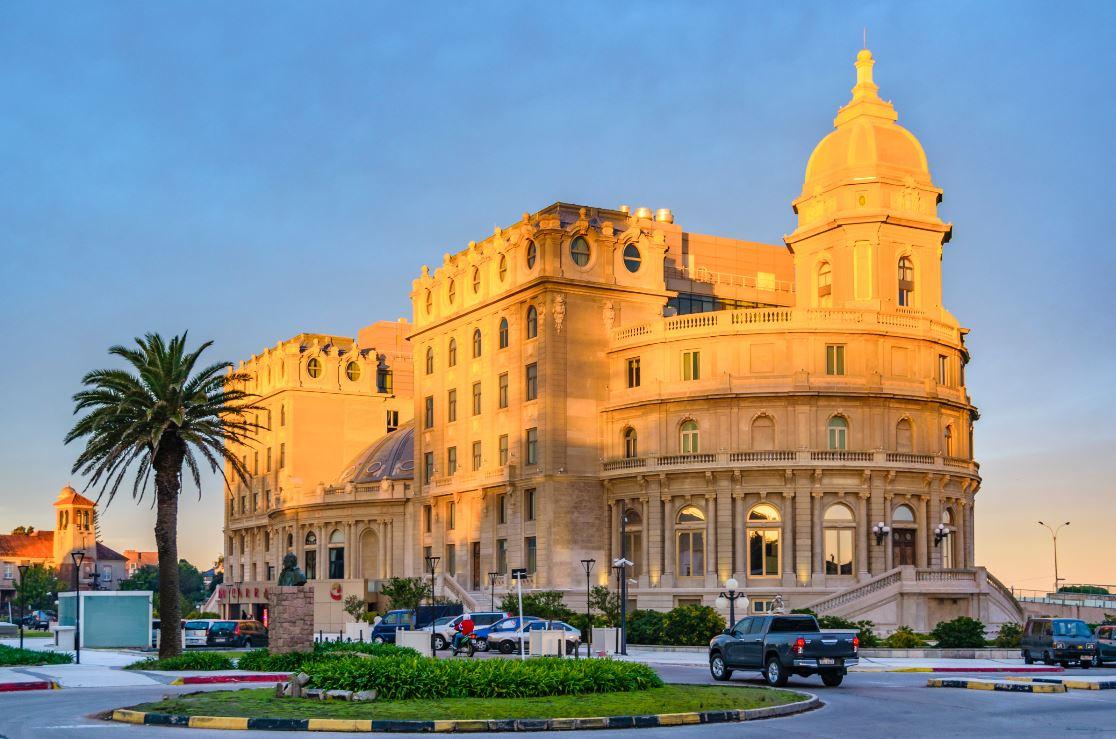 O famoso hotel cassino de Montevidéu, no bairro de Carrasco - Foto: DFLC Prints / Shutterstock.com