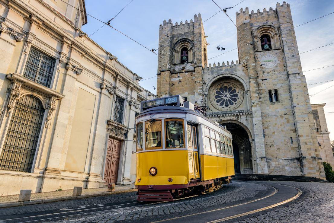 Típicos bondinhos da capital portuguesa