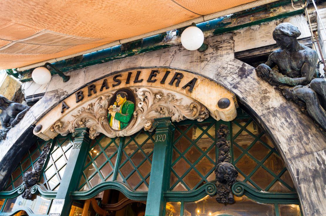 Cafeteria A Brasileira: famoso ponto turístico do Chiado - Foto: ribeiroantonio / Shutterstock.com