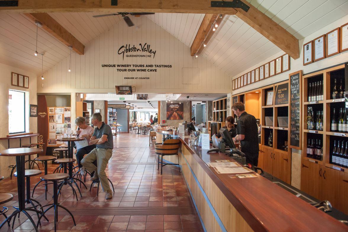 A região vinícola de Gibbston fica a poucos quilômetros de Queenstown - Foto: Rolf_52 / Shutterstock.com