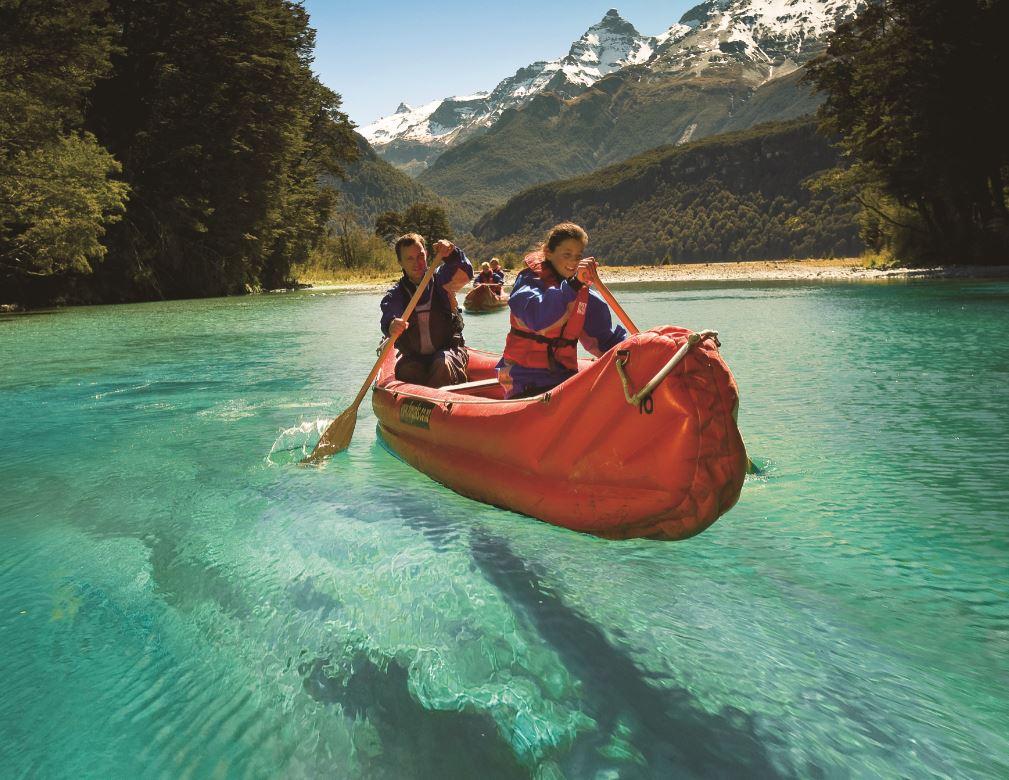 Um passeio incrível é a expedição de funiak pelo Rio Dart
