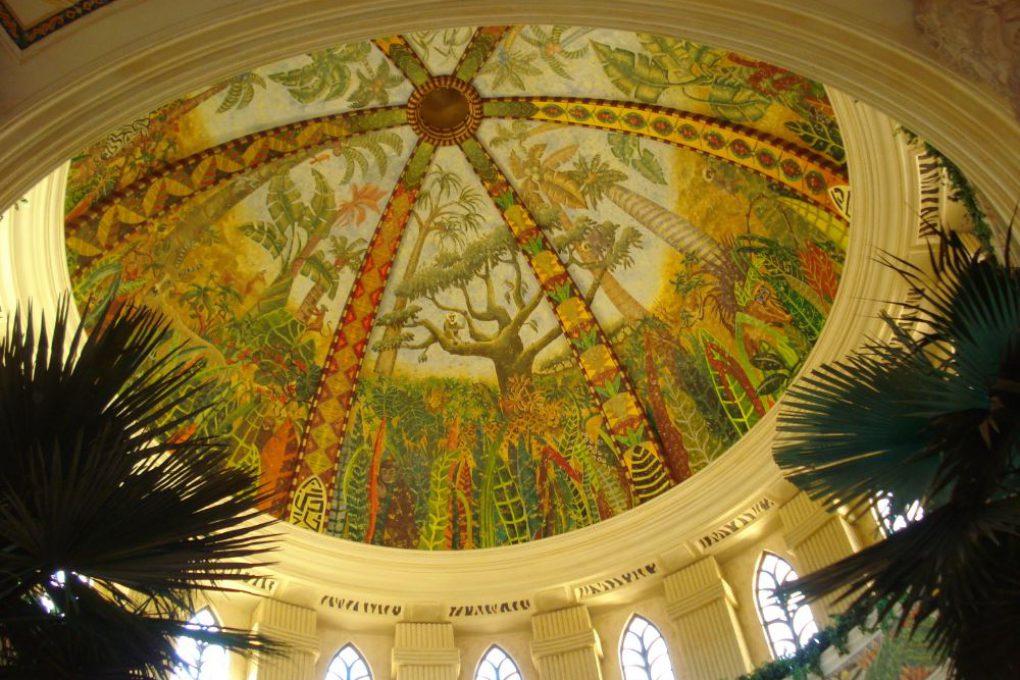 Teto da cúpula central do hotel: pintado com a técnica da Capela Sistina